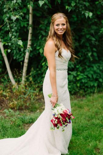 24-outdoor-leinenkugel-travel-themed-wedding-chippewa-falls-wi
