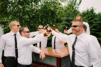 27-outdoor-leinenkugel-travel-themed-wedding-chippewa-falls-wi