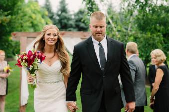 44-outdoor-leinenkugel-travel-themed-wedding-chippewa-falls-wi