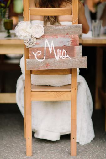 51-outdoor-leinenkugel-travel-themed-wedding-chippewa-falls-wi