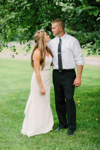 57-outdoor-leinenkugel-travel-themed-wedding-chippewa-falls-wi