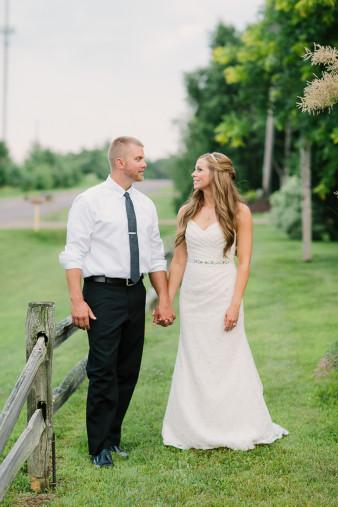 58-outdoor-leinenkugel-travel-themed-wedding-chippewa-falls-wi