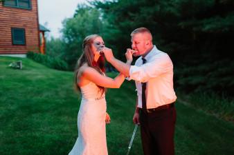 59-outdoor-leinenkugel-travel-themed-wedding-chippewa-falls-wi