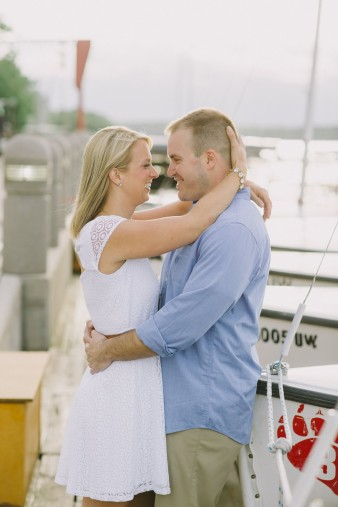 18-lake-mendota-madison-wi-engagement-photos