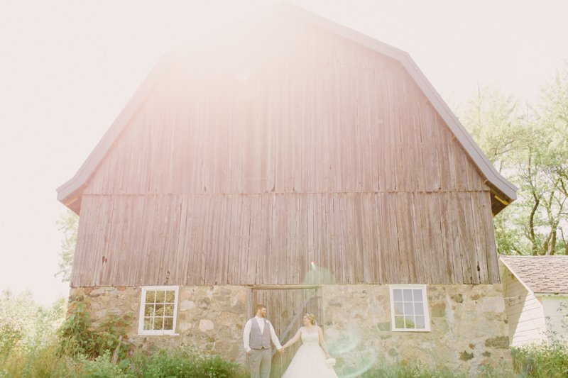 wisconsin-farm-barn-country-wedding-photos-27