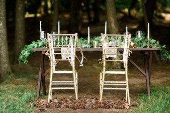 028-outdoor-dock-lake-rustic-table-setting-for-wedding-inspiration-photos
