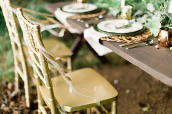 029-outdoor-dock-lake-rustic-table-setting-for-wedding-inspiration-photos