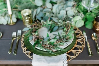 032-outdoor-dock-lake-rustic-table-setting-for-wedding-inspiration-photos