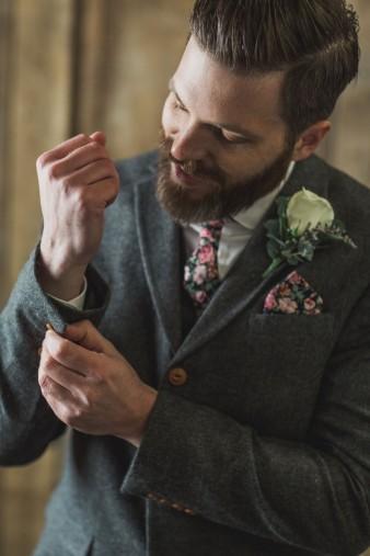16-what-to-wear-groom-winter-wedding