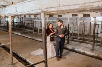 23-barn-first-look-bride-groom-wedding
