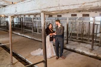 24-barn-first-look-bride-groom-wedding
