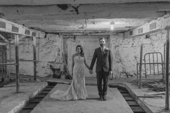 27-barn-first-look-bride-groom-wedding