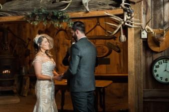 41-hunting-shack-winter-wedding-ideas