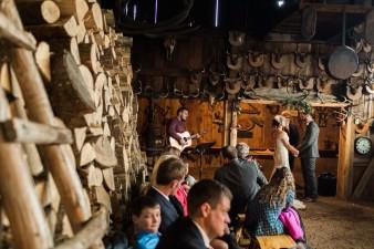 42-hunting-shack-winter-wedding-ideas