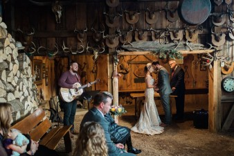 43-hunting-shack-winter-wedding-ideas