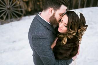 56-winter-wedding-sleigh-ride-wisconsin