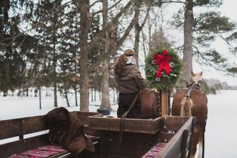 64-winter-wedding-sleigh-ride-wisconsin