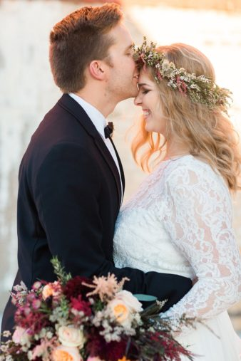 eastern-wisconsin-rustic-barn-wedding-photos-glitter-florals-62