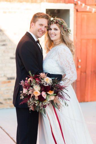 eastern-wisconsin-rustic-barn-wedding-photos-glitter-florals-63