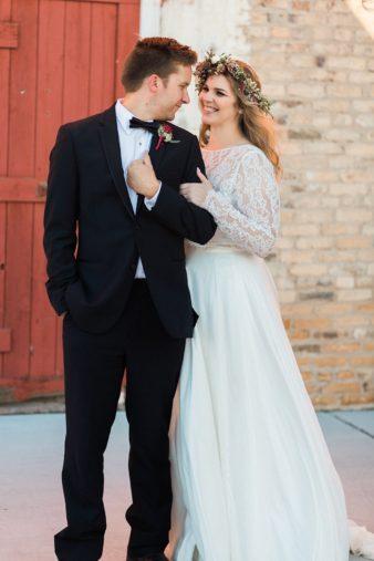 eastern-wisconsin-rustic-barn-wedding-photos-glitter-florals-64