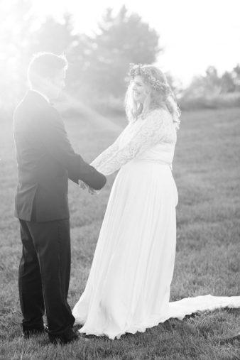 eastern-wisconsin-rustic-barn-wedding-photos-glitter-florals-66