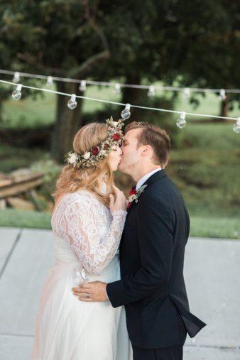 eastern-wisconsin-rustic-barn-wedding-photos-glitter-florals-72