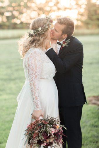 eastern-wisconsin-rustic-barn-wedding-photos-glitter-florals-81
