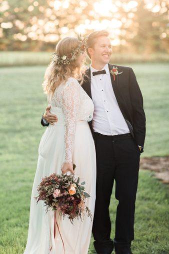eastern-wisconsin-rustic-barn-wedding-photos-glitter-florals-82
