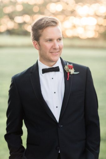 eastern-wisconsin-rustic-barn-wedding-photos-glitter-florals-84