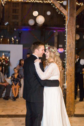 eastern-wisconsin-rustic-barn-wedding-photos-glitter-florals-89