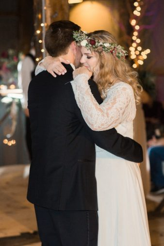 eastern-wisconsin-rustic-barn-wedding-photos-glitter-florals-91