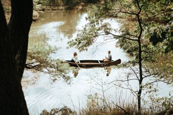 16-rustic-vintage-canoe-engagement-photos-on-riverJames-Stokes-Photography