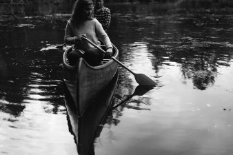 26-rustic-vintage-canoe-engagement-photos-on-riverJames-Stokes-Photography