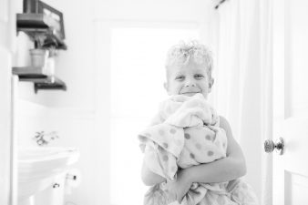 Family-in-home-lifestyle-photos-James-Stokes-Photography-Northern-Wisconsin_01