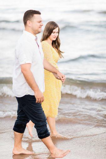 25-Milwaukee-Beach-Engagement-Photos-James-Stokes-Photography