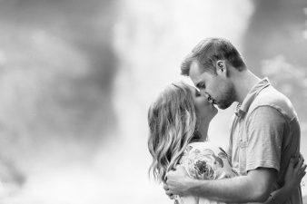 03-Minnehaha-Park-Falls-Minneapolis-Minnesota-Engagement-Photographer-James-Stokes-Photography