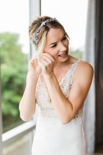 09-Hilton-Garden-Inn-Wausua-Wedding-Prep-James-Stokes-Photography