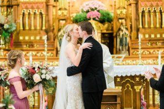 31-Wisconsin-Classic-Country-Club-Catholic-Wedding-James-Stokes-Photography